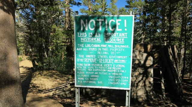 A sign of caution when approaching the Log Cabin Mine.