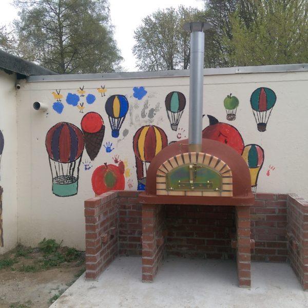 Pizzaioli mit Korkbeschichtung Abenteuerspielplatz Eschborn 600x600 - Pizzaofen