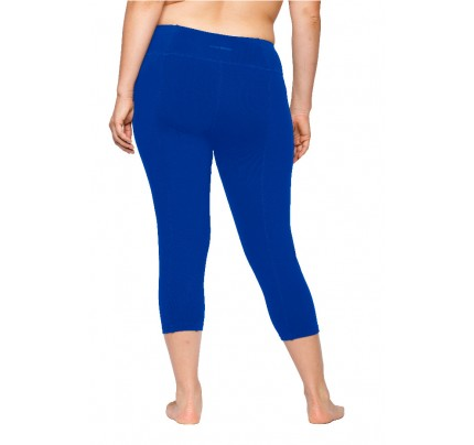 fashionable capris for curvy women, fall and winter fashion capris for curvy women, fashion styles for curvy women