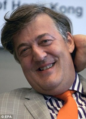 Snillingurinn Stephen Fry mætti alveg bursta oftar... við elskum hann samt.