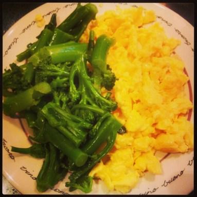 Eggjahræra og brokkolí