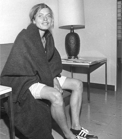 Bobbi Gibb er fyrsta konan til að taka þátt í maraþoni. Hún lauk Boston maraþoninu árið 1966 en hljóp án númera af því konur máttu ekki vera með. Nú megum við allt.
