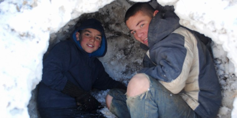 emery and greyden making snow fort_blog_3