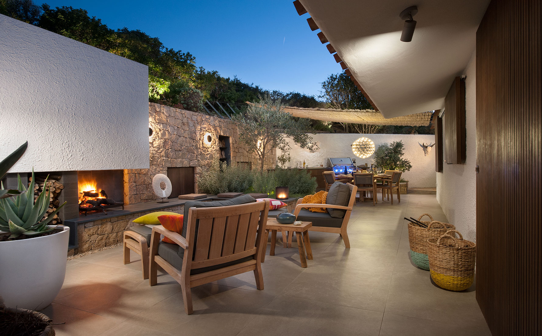 COURTYARD DESIGN   SHELTERED AREA WITH DESIGNER LAYOUT on Living Spaces Outdoor Dining id=93617