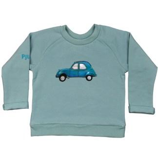 Zeegroene sweater 2CV van biologisch GOTS katoen voor kinderen. De illustratie is van atelier Pjut in Leeuwarden