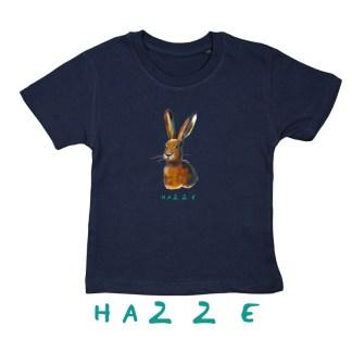 Blauw T-shirt met haas van biologisch katoen de illustratie is gemaakt door Inge Adema van Atelier Pjut