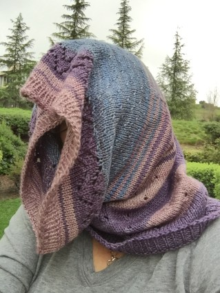 Can be worn like a snood...I wanted to show all the colors :)