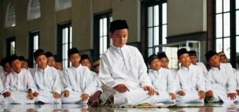 Imam Sudah Salam Sementara Makmum Belum Selesai Bacaannya, Bagaimana?