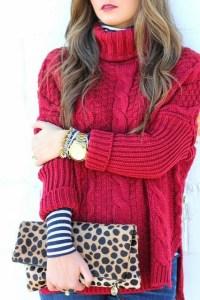 赤ニットを着た美女