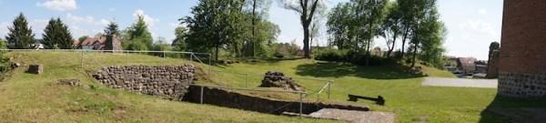 Burg Putlitz Wallanlage - Kellereingang - Bergfried