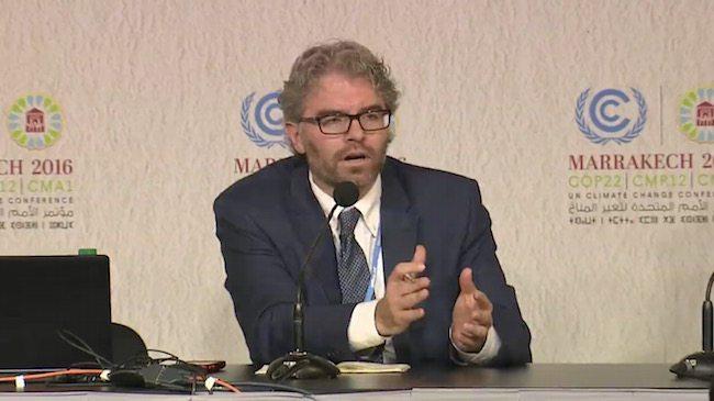 Dyrektor Strategii Globalnej CCL Joseph Robertson podczas konferencji prasowej na COP22