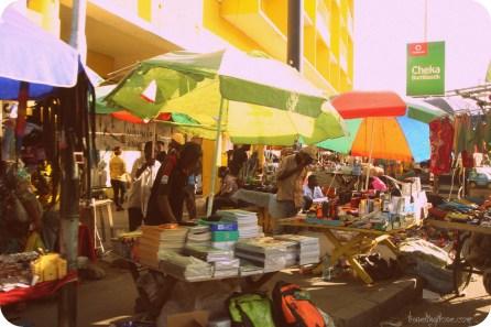 Targowisko uliczne w Dar Es Salaam