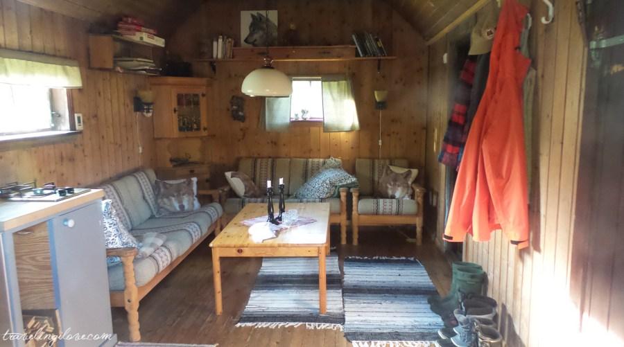 Wnętrze norweskiej chaty górskiej ytte
