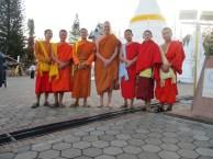 Arjan met jonge monniken. Foto Arjan Schrier.