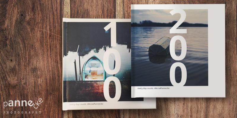 Fotobücher von Anne Pannecke auf Holztisch