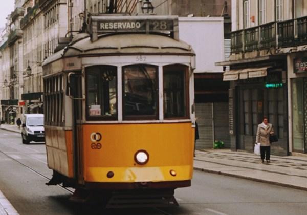 Lissabon yellow tram