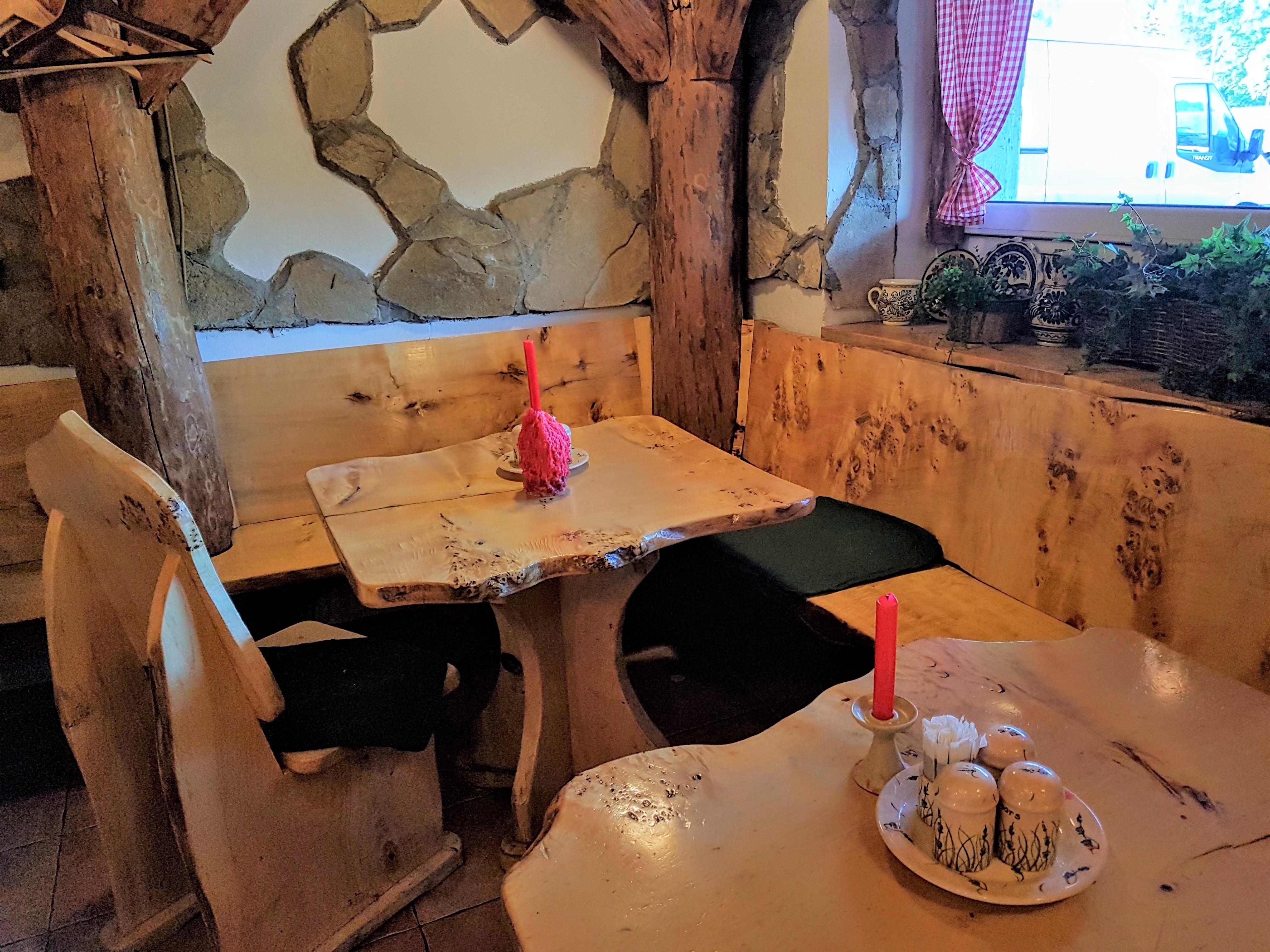 Traditional restaurant Paprika, Budapest, placescases.com