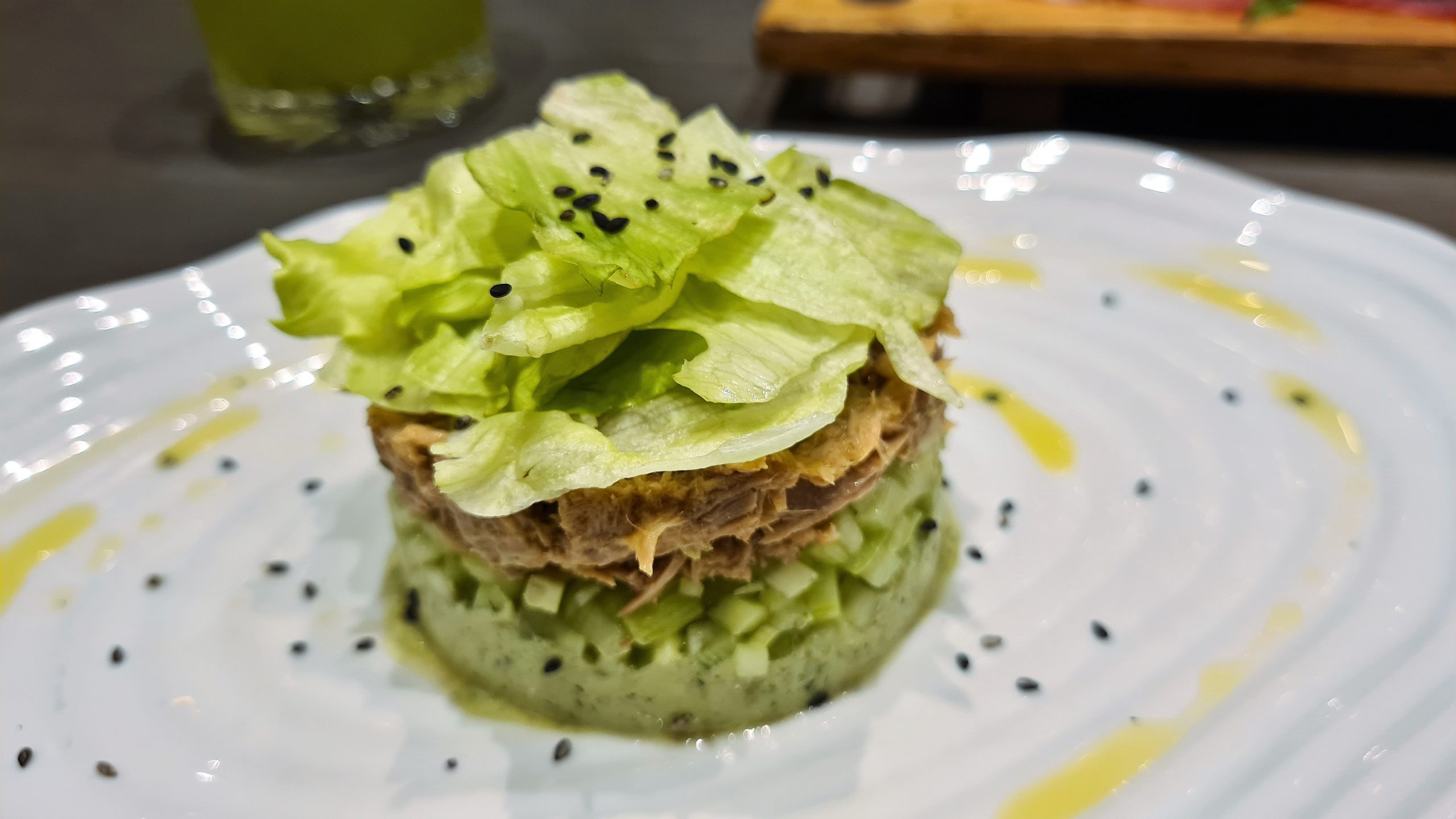 Салата с риба тон/Tuna fish salad at Constantinoff Restobar, снимка от placescases.com