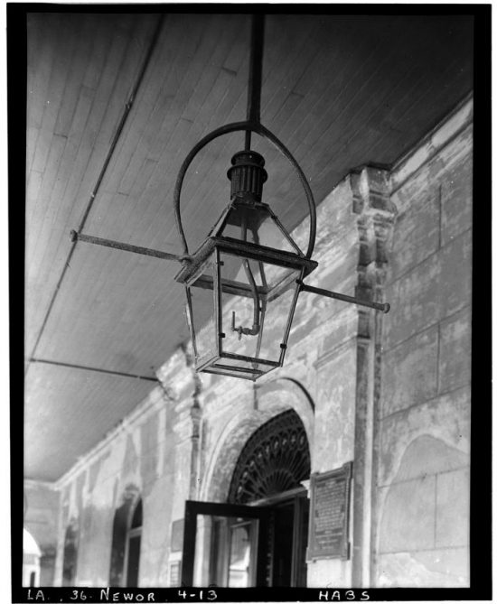 Lantern_in_courtyard._May_1936._-_The_Cabildo,_711_Chartres_Street,_New_Orleans,_Orleans_Parish,_LA_HABS_LA,36-NEWOR,4-13.tif