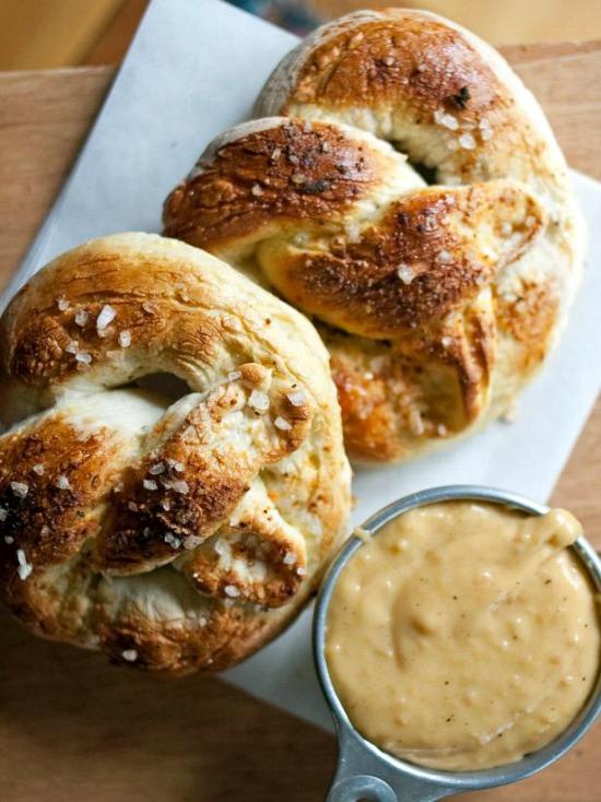 Original_Abigail-Barnes-Paper-and-Cake-pub-pretzel