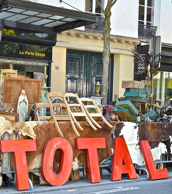 Pop-up_flea-market,_Paris
