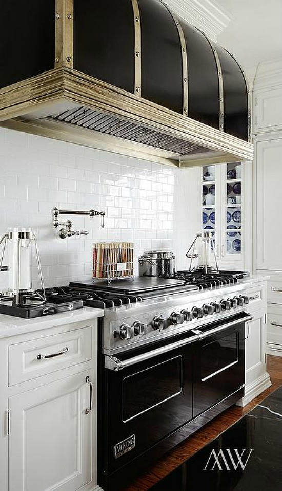 black-barrel-kitchen-hood-black-viking-range
