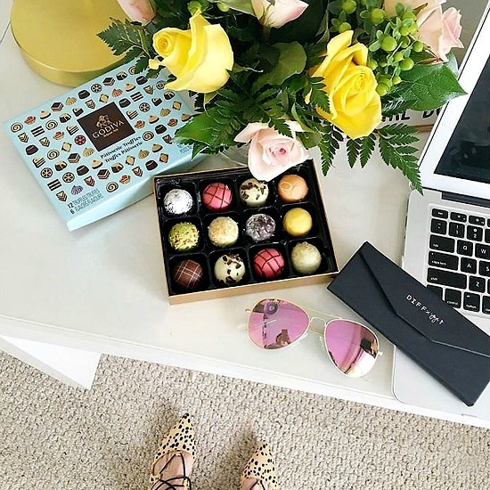 Godiva-patisserie-truffle-desk