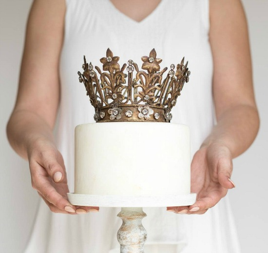 gold-crown-cake-topper