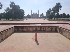 View back to the gateway, from Akbar's Tomb
