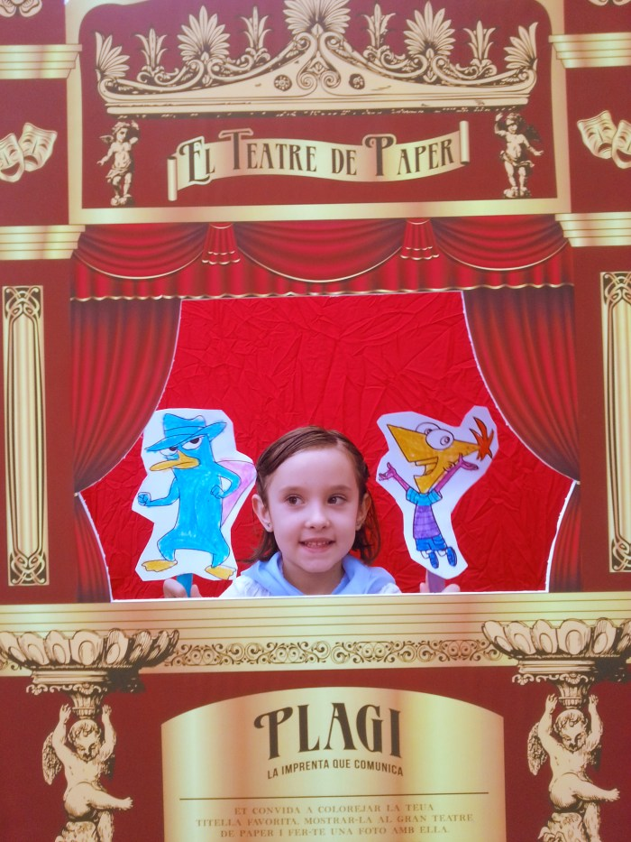 Marionetas de Perry el Ornitorrinco y de Phineas.