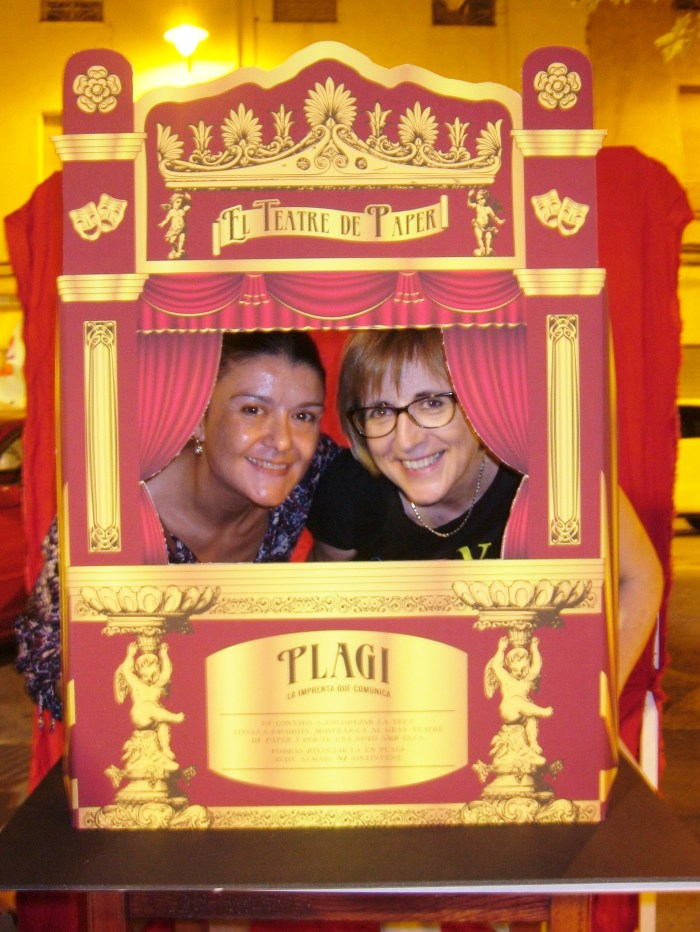 ¡Incluso los mayores se apuntaron! Anabel de Uremás y Ana de Plagi en el Teatro de Papel.