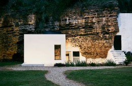 Cave House UMMO Estudio Architecture