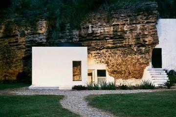 Cave House UMMO Estudio Architecture