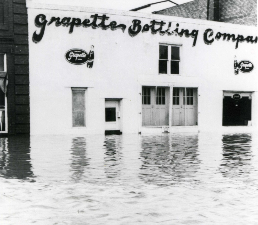 Grapette-Bottling-Co.-in-1951-Flood.jpg