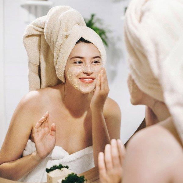 DIY Facial Massage for An Instant Facelift