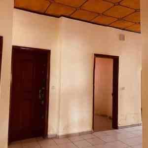 Immeuble d'habitation a usage mixe - djomaSoudou