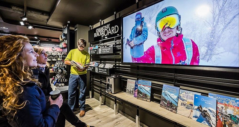 2080455_comment-le-digital-transforme-les-boutiques-physiques-web-tete-0211940926696_1000x533