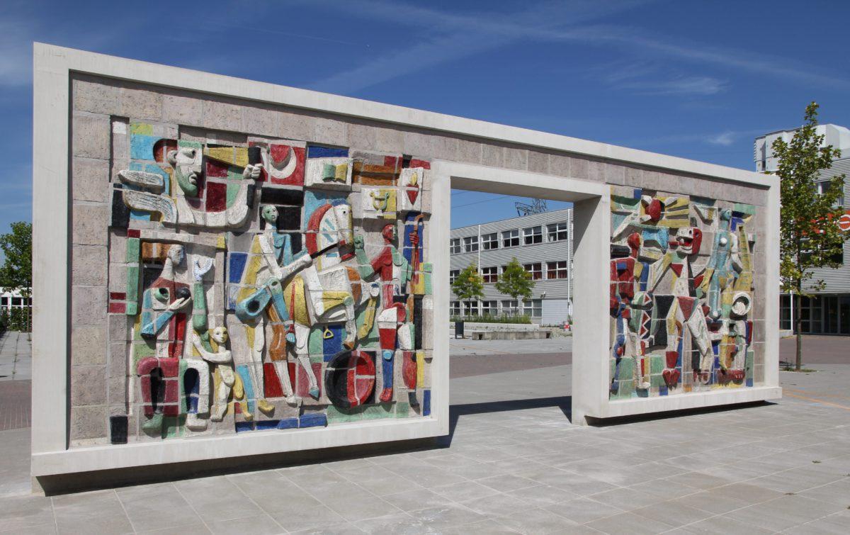 Gerestaureerd wederopbouw kunstwerk van Hugo Brouwer uit 1957