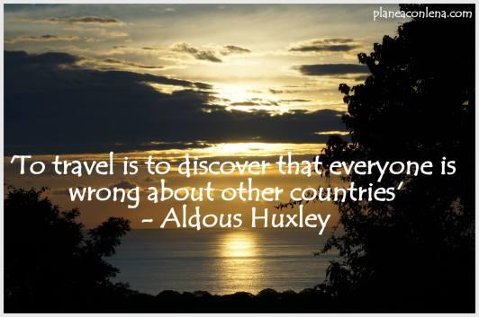 'Viajar es descubrir que todos están equivocados sobre los otros países.' - Aldous Huxley