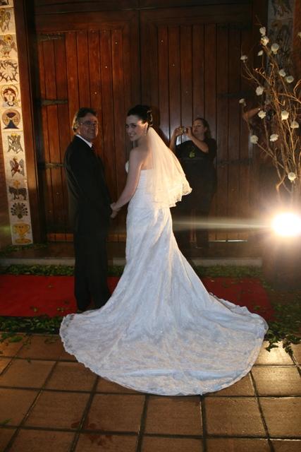Casamento - cerimônia - Noiva e pai da noiva na porta da igreja - Catedral Anglicana de São Paulo.