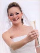 Noiva usando véu estilo mantilha