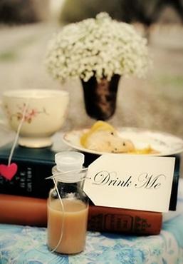 Chá de cozinha inspirado em Alice no país das maravilhas