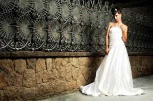 Vestido de noiva tomara-que-caia de Maria Cereja
