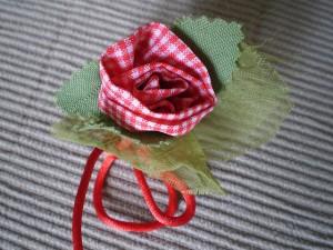 Rosa de tecido xadrez
