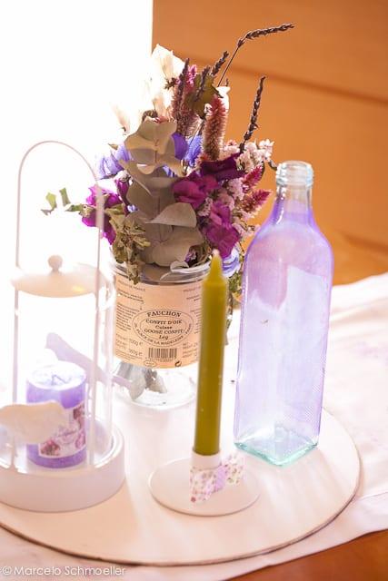 Decoração de casamento retrô lilás com vaso de flores - da Antique et Romantique