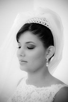Como usar véu de noiva preso em cima
