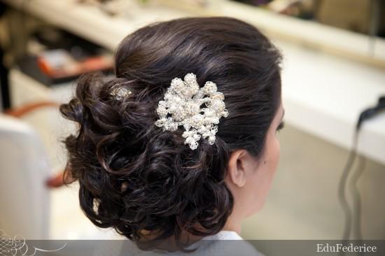 Arranjo de cabeça de noiva com pérolas. Foto: EduFederice.