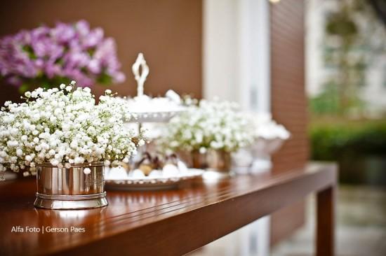 Decoração da mesa de doces do casamento com mosquitinhos. Foto: Alfa Foto.