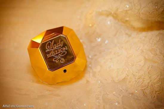 Perfume da noiva com embalagem dourada (Lady Million, Paco Rabanne). Foto: Alfa Foto.