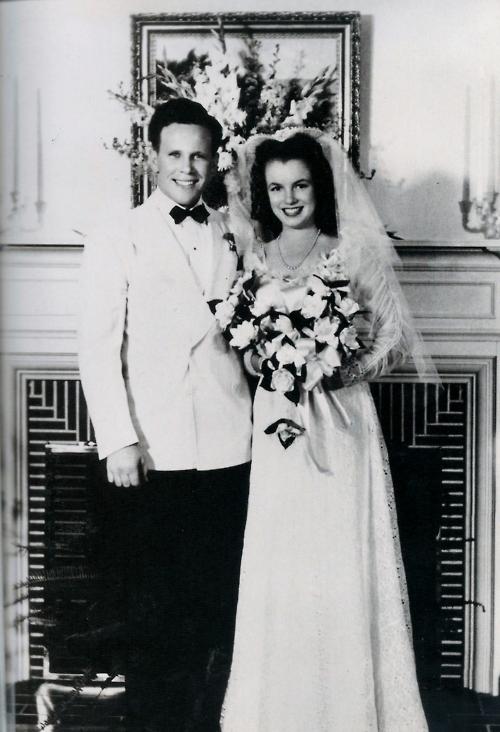 Primeiro casamento de Marilyn Monroe, com Jim Dougherty.